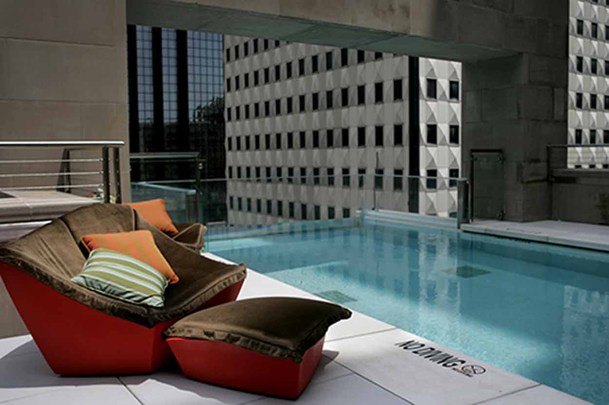 A luxury roof-top pool at the Joule hotel in Dallas, Texas.